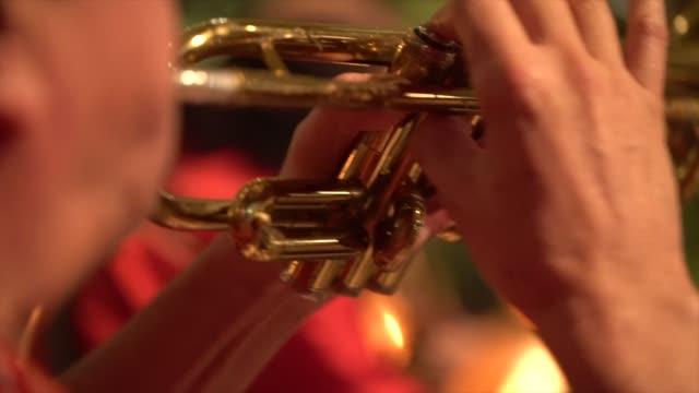 mariachis spelar musik under en fest - latino music bildbanksvideor och videomaterial från bakom kulisserna