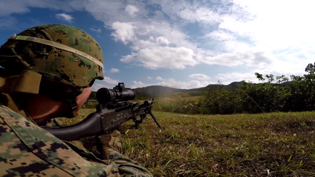 vidéos et rushes de tirs machine gun marine - mitrailleuse