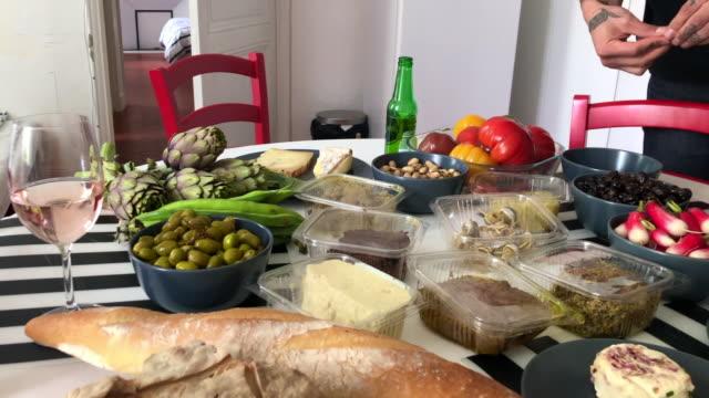 vidéos et rushes de déjeuner marché à aix-en-provence - aix en provence