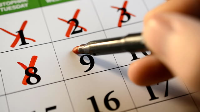 stockvideo's en b-roll-footage met marketing de datum op de kalender, close-up. - calendar