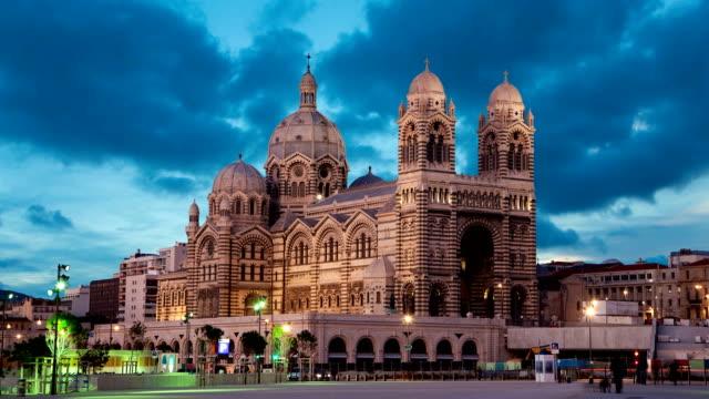 stockvideo's en b-roll-footage met marseille kathedraal in avondlicht - marseille