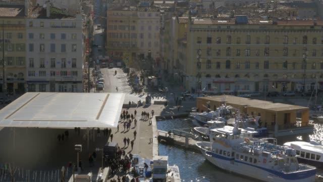 stockvideo's en b-roll-footage met de scène van marseille met oude haven van vieux, frankrijk - marseille