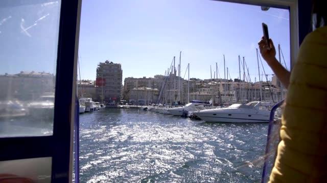 stockvideo's en b-roll-footage met marseille vieux port docks uitzicht vanaf de veerboot - marseille