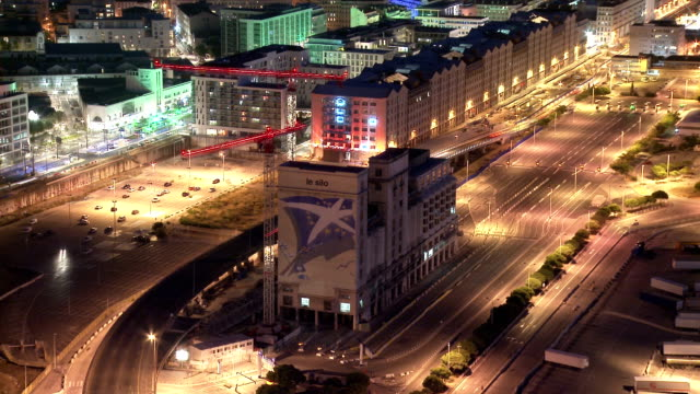 stockvideo's en b-roll-footage met marseille van auditorium le silo door nacht in timelapse - marseille