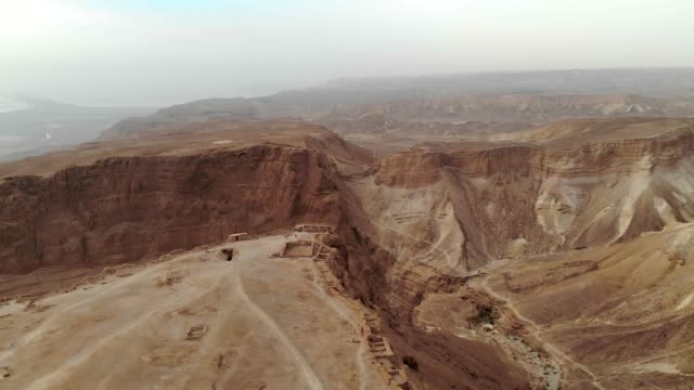 masada fortress area southern district of israel dead sea area southern district of israel. ancient jewish fortress of the roman empire on top of a rock in the judean desert - archeologia video stock e b–roll