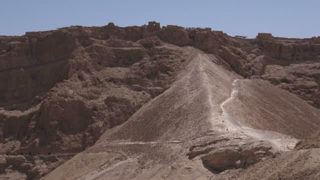 masada stronghold nel judaean deserto, israele - archeologia video stock e b–roll