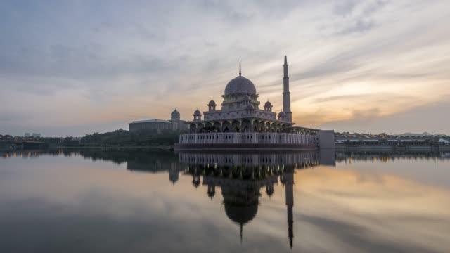 masjid putrajaya time-lapse - moské bildbanksvideor och videomaterial från bakom kulisserna