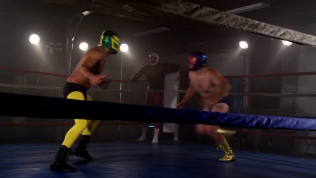 マスク力士の戦いのリング ビデオ