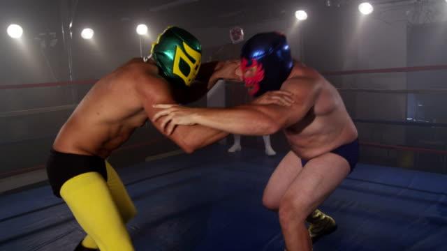マスク力士で戦っリング、slow motion (スローモーション) ビデオ