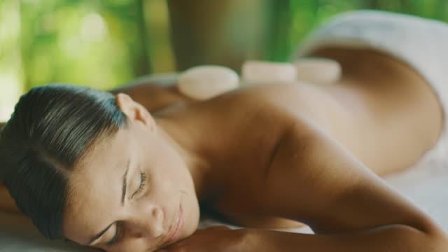 masaż błogość - terapia lastone filmów i materiałów b-roll