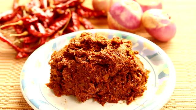 massaman chili paste in plate - aglio cipolla isolated video stock e b–roll