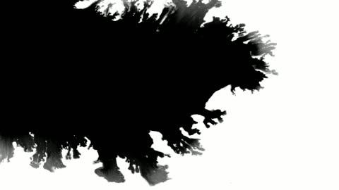 vídeos de stock e filmes b-roll de massive ink leak spreads over screen - branco