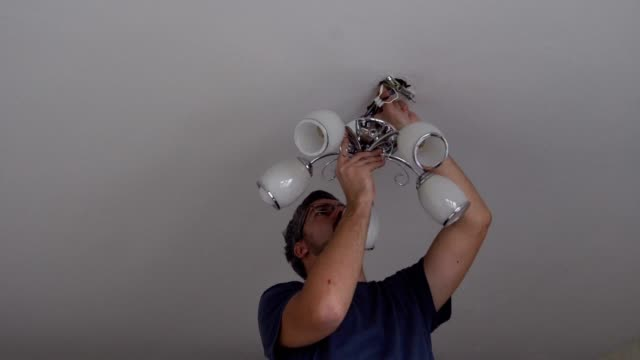 Maestro reparaciones lámpara eléctrica - vídeo