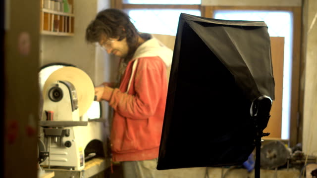 master sharpening on a lathe wood video