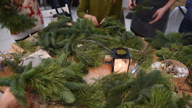 vídeos y material grabado en eventos de stock de maestro-clase en la navidad coronas de y navidad - advent