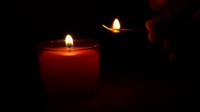 일치 하는 스파 라이트 촛불 점화 - 촛불 조명 장비 스톡 비디오 및 b-롤 화면