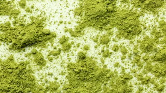 Matcha Tee Boden auf weißem Hintergrund – Video