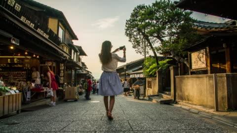 vidéos et rushes de hyperlapse matsubara-dori à kyoto 4k - tourisme