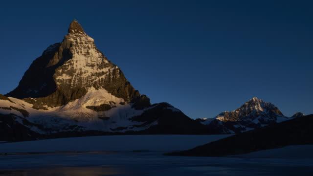 stockvideo's en b-roll-footage met matterhorn sunrise timelapse - matterhorn