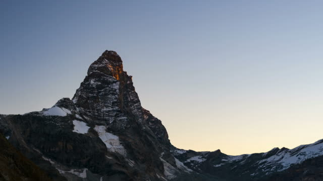 stockvideo's en b-roll-footage met matterhorn time lapse sunrise - wallis