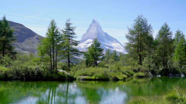 stockvideo's en b-roll-footage met matterhorn met grindjisee lake in zermatt, zwitserland - zermatt