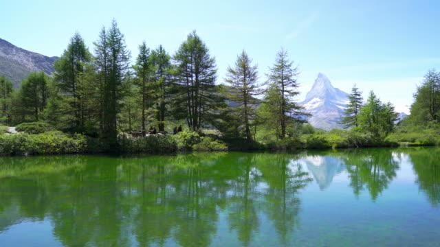 stockvideo's en b-roll-footage met matterhorn met grindjisee lake in zermatt - zermatt