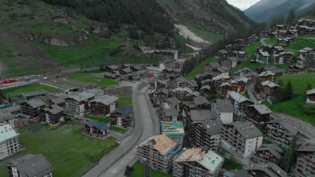 stockvideo's en b-roll-footage met trein station matterhorn zermatt - wallis