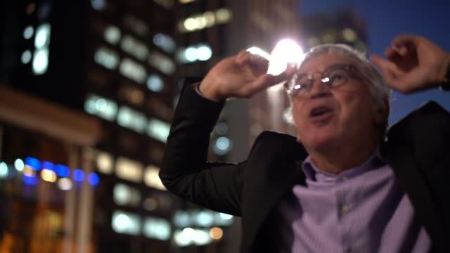 Reifen Geschäftsmann Erfolge feiern – Video