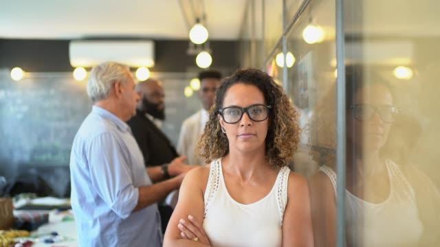 mature businesswoman portrait at startup modern office - 40 49 lat filmów i materiałów b-roll