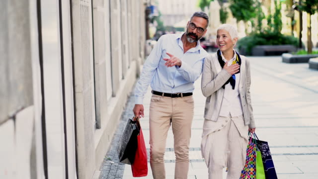 mature couple at shopping - cinquantenne video stock e b–roll