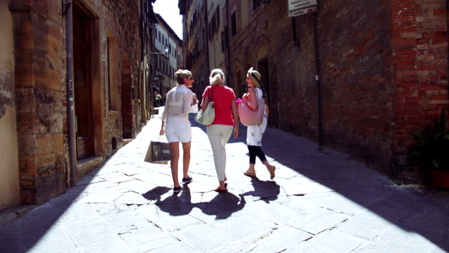 Mature Friends Looking Around Old Town Italy - vídeo