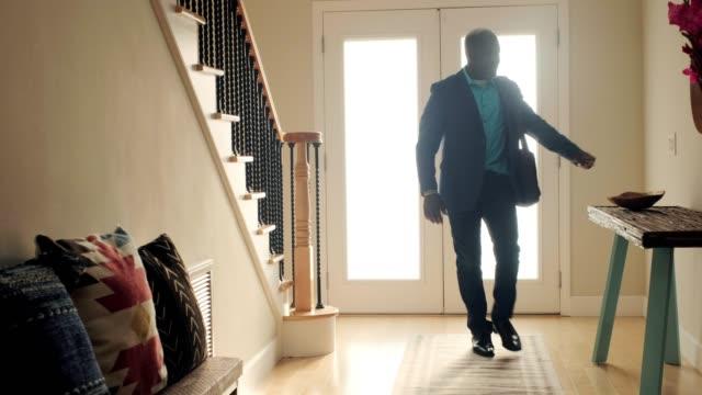 vídeos de stock e filmes b-roll de mature man coming home - happy hour