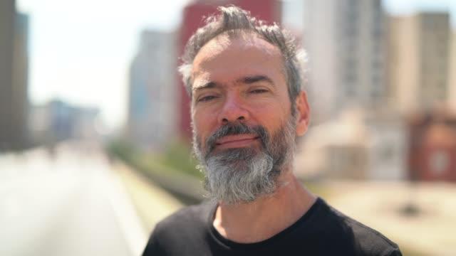 成熟した男性のポートレート - ブラジル文化点の映像素材/bロール