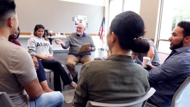 Mature mental health professional leads support group for military veterans