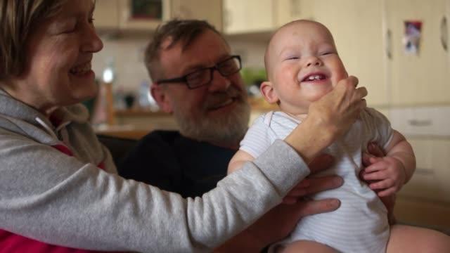 mature woman tickles baby - fare il solletico video stock e b–roll