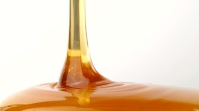 Maunka Honey Pouring video