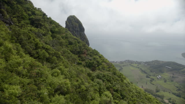 mauritius - aerial view from cloudy mountain range - isole mauritius video stock e b–roll