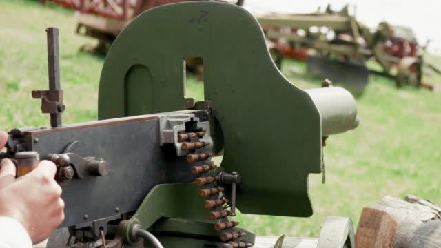 maxim machine gun with a round of ammo, summer sunny day - zwrot filmów i materiałów b-roll