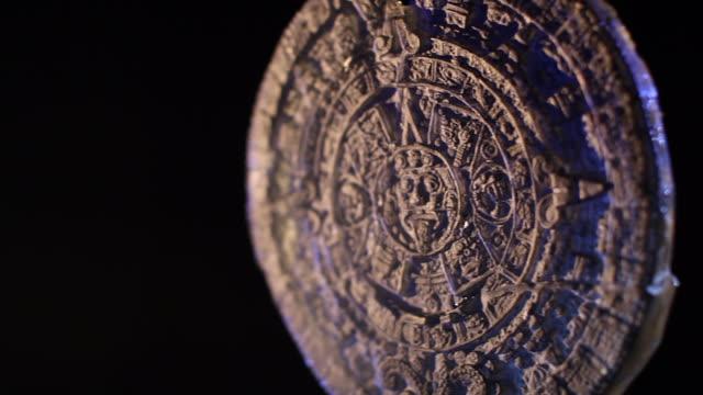 mayakalendern på svart bakgrund - forntida bildbanksvideor och videomaterial från bakom kulisserna