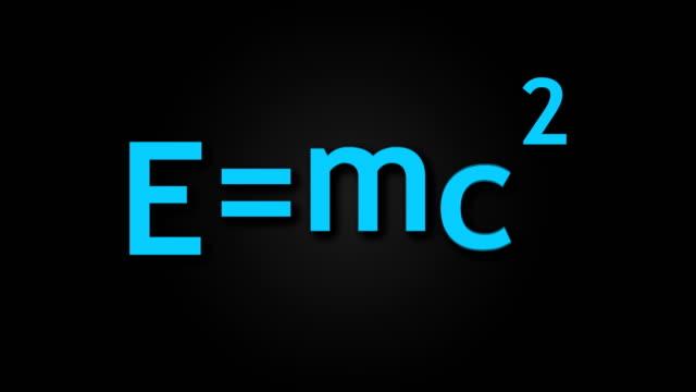 e mc2 albert einsteins fysiska formel är på svart bakgrund, massa-energi likvärdighet - e post bildbanksvideor och videomaterial från bakom kulisserna