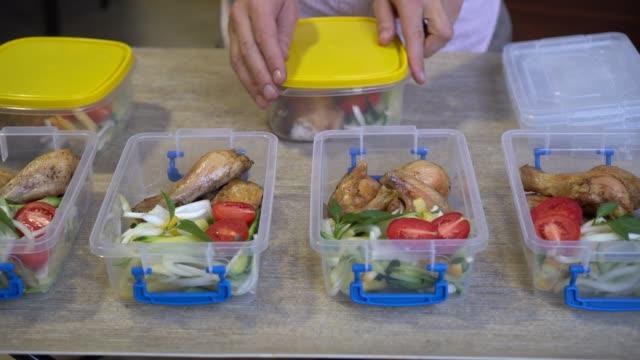 meal planning - tipo di cibo video stock e b–roll