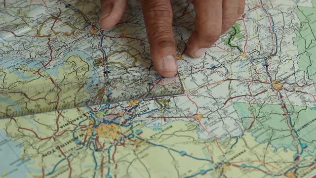 stockvideo's en b-roll-footage met measure on map. - roadmap