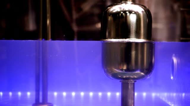 mätning av vattennivån i pannutrustning. hd - värmepump bildbanksvideor och videomaterial från bakom kulisserna