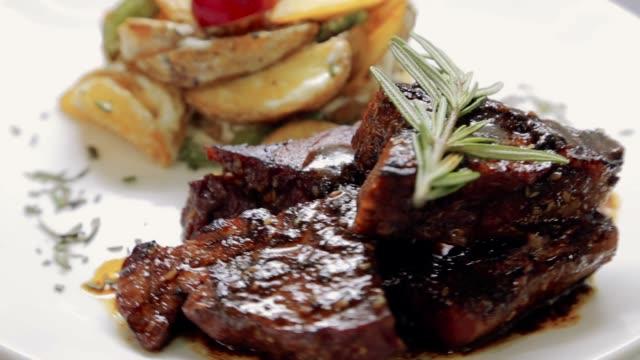 et yemek iplik - et stok videoları ve detay görüntü çekimi