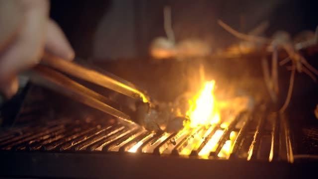 fleisch am grill - steak stock-videos und b-roll-filmmaterial