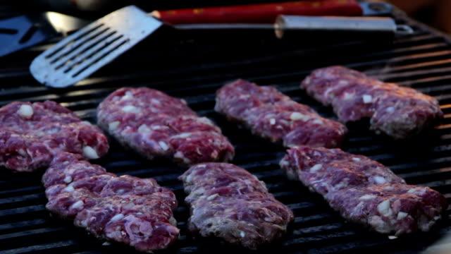 carne bistecca preparata su il grill - abbrustolito video stock e b–roll