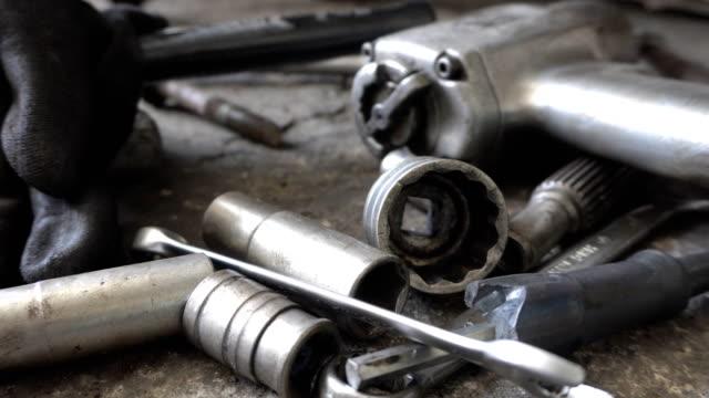 Mechanic tools, Dolly shot