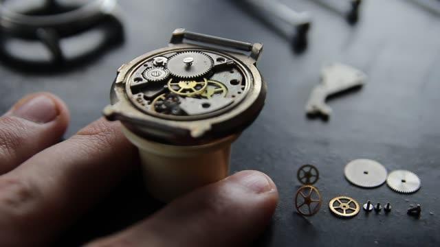 mechanical watch repair - affidabilità video stock e b–roll