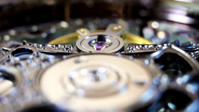 mechanischer uhren von innen - steckschlüssel stock-videos und b-roll-filmmaterial