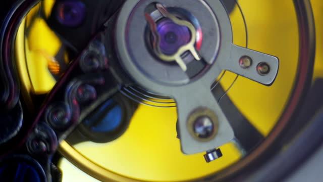 vídeos y material grabado en eventos de stock de mecánico relojes desde el interior - llave tubular